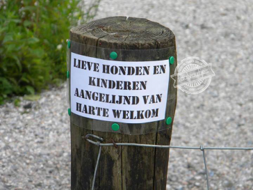 """Jantje, pak je halsband even!"""