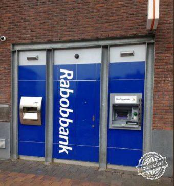 Deze bank heeft een b'tje te veel.